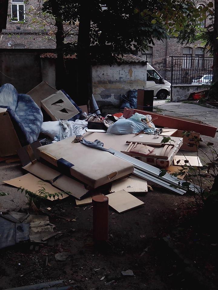 Kilakoltatás a Csángó utcában (Fotó: Deutsch Zoltán)